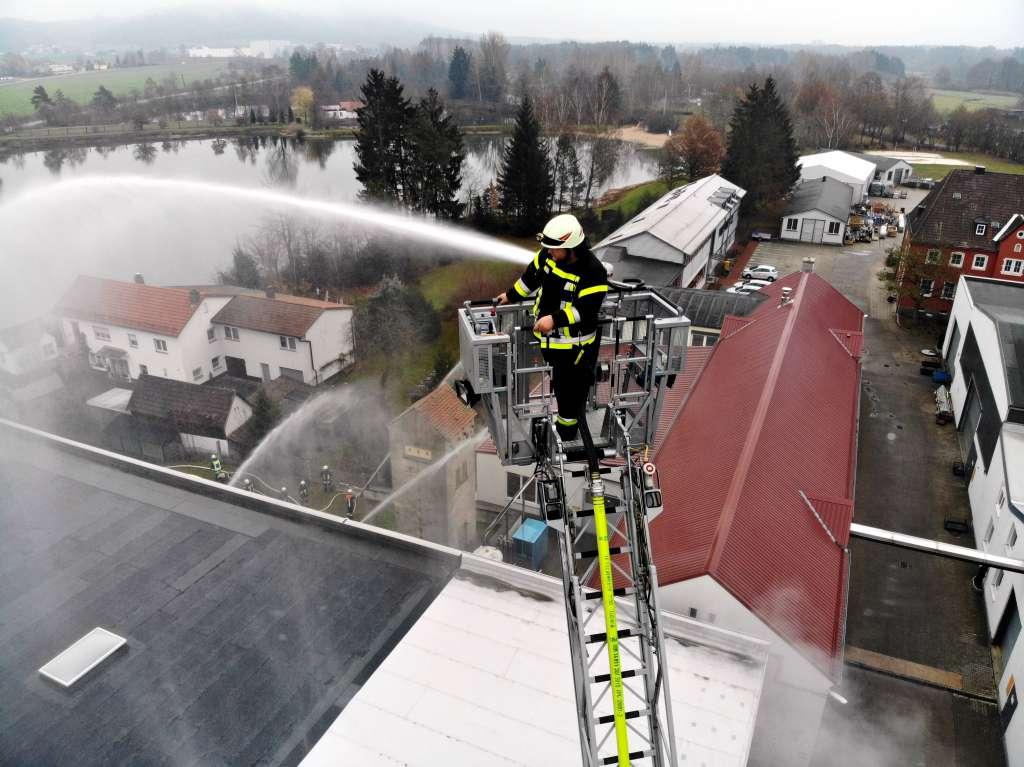Feuerwehrübung am Firmengelände der Lippert GmbH & Co. KG